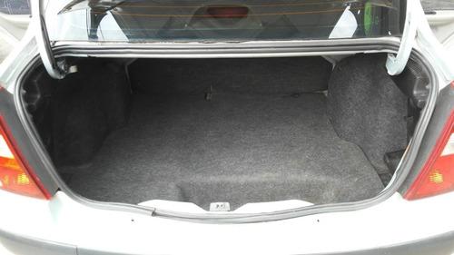 renault clio 4 puertas 1.6 privilege color gris