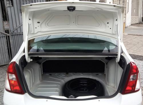 renault clio sedan 1.0 16v com ar condicionado hi-flex 4p