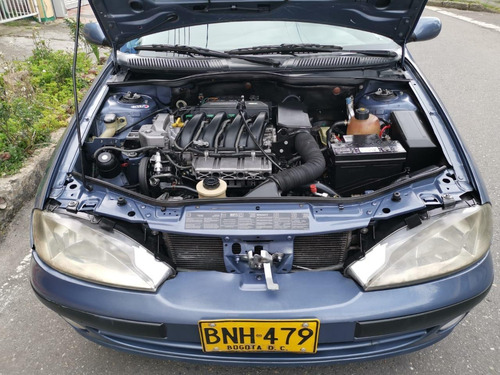 renault megane classic modelo 2004.