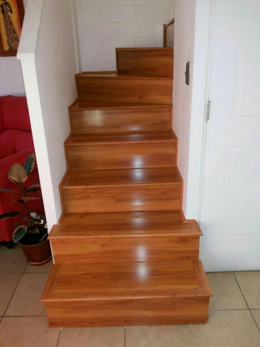 Renovacion de escalera con piso flotante en for Pisos para escaleras de concreto