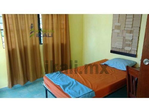 renta 2 habitaciones amuebladas colonia miguel aleman tuxpan veracruz, se encuentran ubicadas en la calle lazaro cardenas 27 de la colonia miguel aleman, en el primer piso, son 2 habitaciones, 1 baño