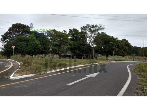 renta bodega 540 m² santiago de la peña tuxpan veracruz. ubicada en el camino a altamira, muy cerca del entronque del libramiento portuario y la autopista mexico -tuxpan, tiene un patio de maniobras
