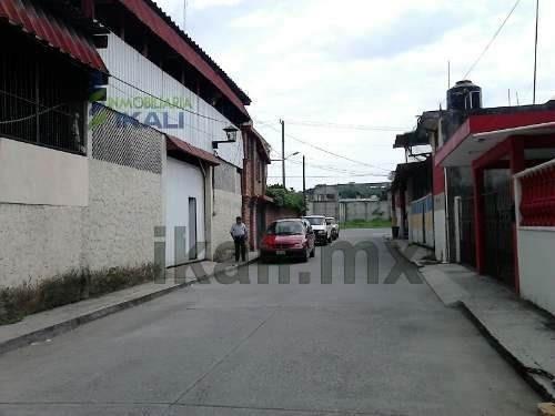 renta bodega de 196 m² en colonia división de oriente en poza rica, se encuentra ubicada a la vuelta de la coca cola, casi en la esquina, de la calle cuauhtémoc # 4 y carretera a coatzintla, cuenta c
