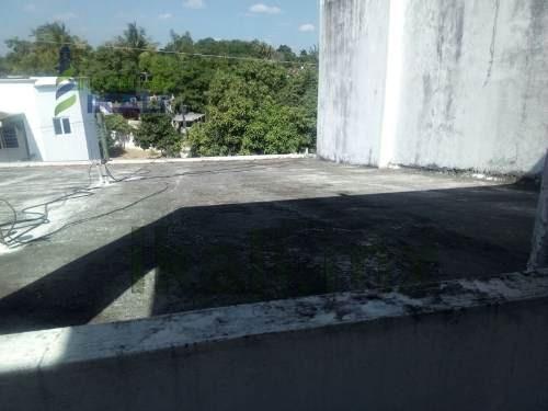 renta casa 2 recamaras 2 pisos col. anahuac tuxpan veracruz, ubicada en la colonia anáhuac de la ciudad y puerto de tuxpan veracruz. en la planta baja se encuentra un garage techado para dos automóvi