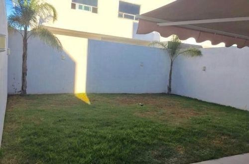renta casa en el refugio amplia estancia con jardín