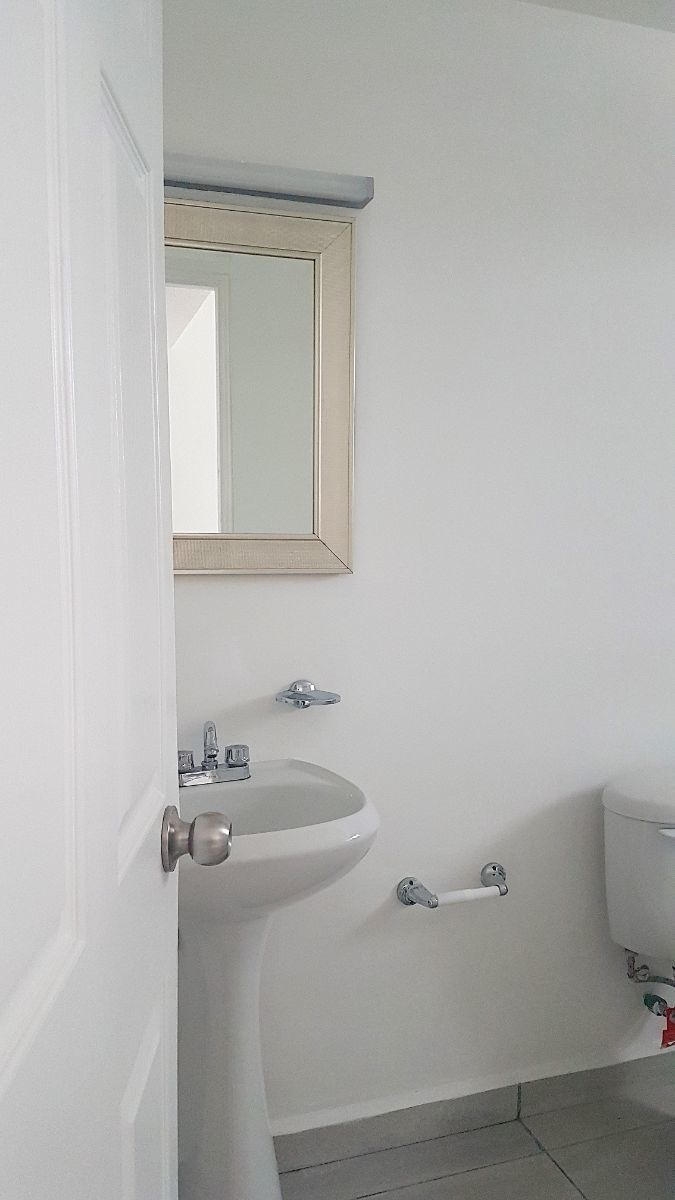 renta casa en hacienda victoria humrm
