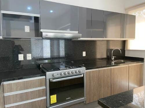 renta casa nueva en privada  altozano, al norte de merida