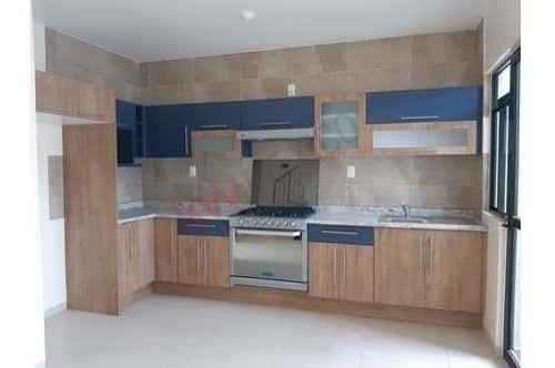 renta casa nueva en privada boreal