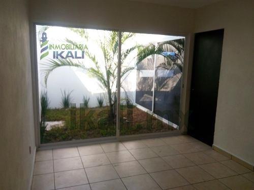 renta casa nueva tuxpan veracruz, se encuentra ubicada en la privada emiliano zapata en la colonia centro, completamente nueva, una planta (piso) cuenta con sala, comedor, cocina, 2 recamaras, closet
