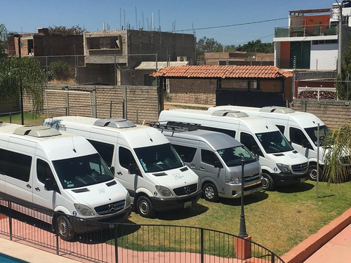 renta con chófer en gdl de camionetas de 13 y 20 pasajeros