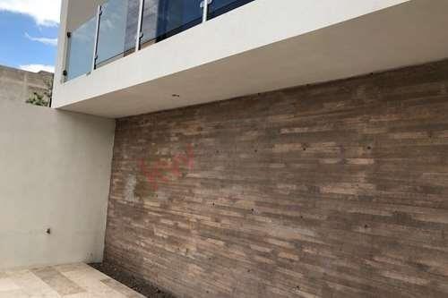 renta de amplia  casa en fraccionamiento monterra seguridad las 24 horas