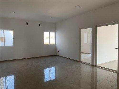 renta de bodegas de 1,200 m2 en dzitya