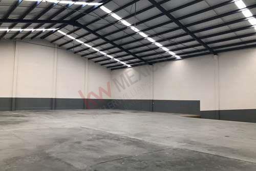 renta de bodegas industriales desde 800 m2  a razon de 72.00 m2