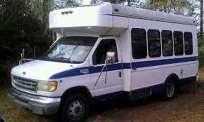 renta de camioneta para turismo con rampa