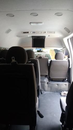 renta de camioneta toyota haice 14 pasajeros