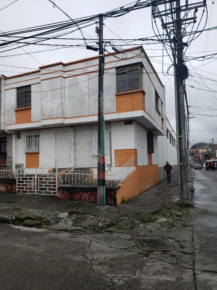 renta de casa con dos viviendas y local comercial