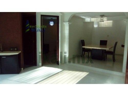 renta de casa de 2 pisos en la col vista hermosa de tuxpan, ver, se encuentra ubicada en la calle lotos # 13 de la col. vista hermosa, cuenta con 2 salas, estancia,  comedor, cocina, cocina integral,