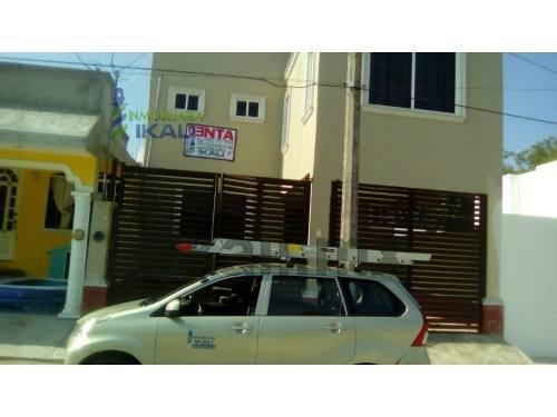 renta de casa en poza rica 2 pisos en la col. circulo michoacano , ubicada en la calle patzcuaro # 8 en colonia circulo michoacano, cuenta con sala, comedor, cocina, 3 recamaras, 2.5 baños, área de l
