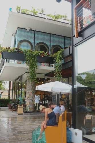 renta de local comercial en plaza comercial playacar center