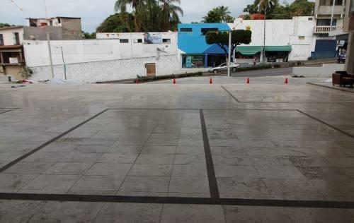 renta de local comercial en plaza sobre avenida col. tlaltenango