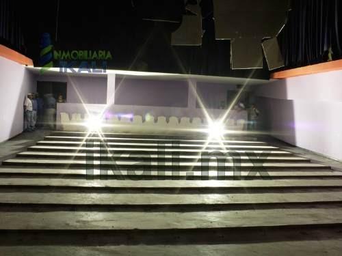 renta de local comercial grande en colonia centro en tuxpan, veracruz, se encuentra ubicado en la calle emiliano zapata casi esquina con el bulevar jesús reyes heroles, frente al rio, a escasos metro
