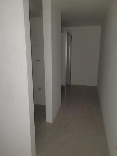renta de local con terraza de 164m2 en la paz!!!  1er. piso con elevador