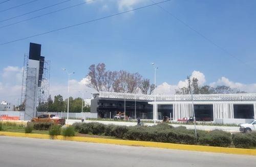 renta de locales en nueva plaza comercial con terminal de autobuses.