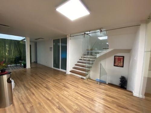 renta de moderno edificio estilo minimalista amueblado para oficinas