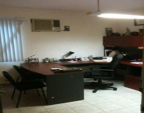 renta de oficina con 3 cubículos y sala de juntas cancún