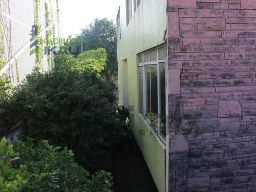 renta de oficina o despacho en tuxpan ver, ubicada en río tecolutla #3, en la colonia jardines de tuxpan, en la ciudad y puerto de tuxpan veracruz. 2 plantas, cuenta con 5 amplias recamaras, estancia