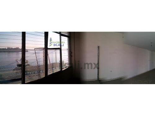 renta de oficinas zona centro frente al río tuxpan veracruz  ubicadas sobre el bulevar jesús reyes heroles esquina con revolución,  tiene 14 m. de largo y 4 m. de ancho en la planta alta, tienen unos