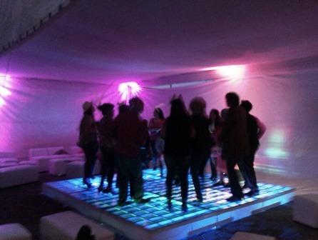 renta de pista iluminada cristal salas lounge karaoke con dj