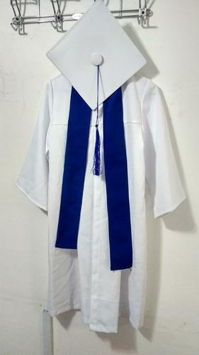 renta de togas y birretes para graduacion