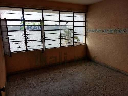 renta departamento amueblado centrico 3 recamaras frente al río tuxpan veracruz, se encuentra ubicado en el primer piso de la calle revolución # 2 esquina con boulevard jesús reyes heroles colonia ce