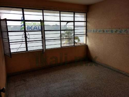 renta departamento centrico 3 recamaras frente al río tuxpan veracruz, se encuentra ubicado en el primer piso de la calle revolución # 2 esquina con boulevard jesús reyes heroles colonia centro de tu