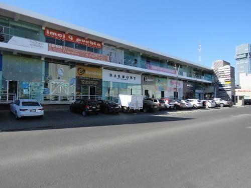 renta excelente local en plaza comercial en la entrada lomas de angelópolis.