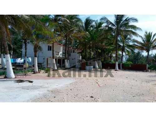 renta hotel enfrente al mas playa tuxpan veracruz 10 habitaciones, bonito hotel club se encuentra ubicado a la orilla de la playa, cuenta con restaurante, cocina, palapas, alberca, regaderas, baños,