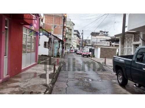 renta local comercial en tuxpan veracruz, se encuentran ubicado en la calle mina # 8, en el centro del puerto, consta de planta baja que tiene 50 m² de construcción y planta alta con 150 m² de constr