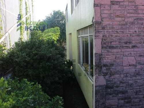 renta local comercial jardines de tuxpan tuxpan veracruz, ubicado en río tecolutla #3, en la colonia jardines de tuxpan, en la ciudad y puerto de tuxpan veracruz. 2 plantas, cuenta con 5 amplias reca