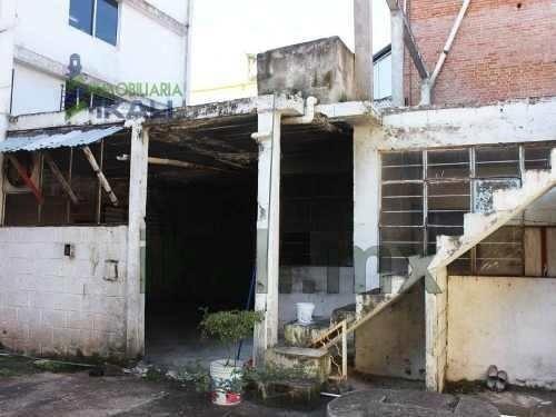 renta locales comerciales 270 m² centro de tuxpan veracruz, se encuentra ubicado en la calle juárez la principal avenida y la de mayor flujo vehicular del centro de la ciudad, son dos locales y una c