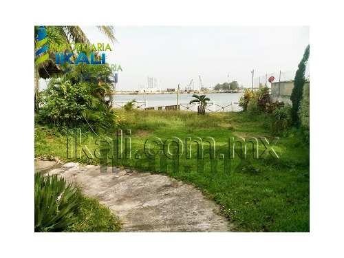 renta locales tuxpan ver ubicado en  el bulevar a la playa km 8.5 frente al río vista espectacular al río. el terreno posee las siguientes medidas 18.45 metros de frente a la calle y río, con 50 m. d