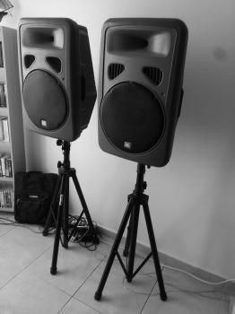 renta proyectores pantallas y audio economicos para eventos