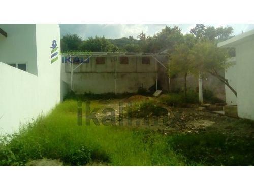 renta terreno 390 m² ampliación heriberto jara corona poza rica veracruz, se encuentra ubicado en la avenida pozo 13 esquina con xicotencatl, cuenta con 390.01 m² son 17.70 m de frente por 22.03 m de