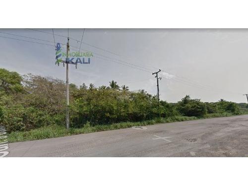 renta terreno 4300 m² la victoria frente al río tuxpan veracruz. ubicado junto al seminario católico sobre la carretera a cobos, consta de un frente al río de 35 m² aproximadamente con una largura de