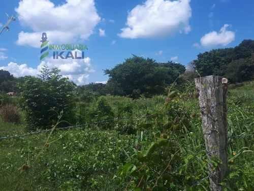renta terreno 4625 m² colonia jazmín tuxpan veracruz. ubicado en la calle rosales con azucena en la colonia jazmín en el municipio de tuxpan veracruz, es un polígono irregular con 4625 m², al norte t