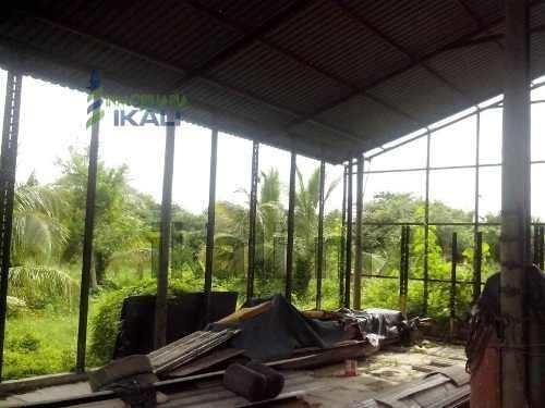 renta terreno industrial 3 hectáreas casa tuxpan veracruz, se encuentra ubicada en la colonia la victoria, cuenta con 3 has. de terreno, es una bonita casa de campo con construcción de ladrillo, tech
