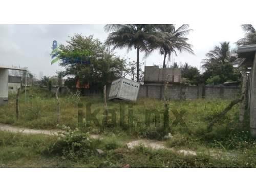 renta terreno industrial en área de muelles tuxpan veracruz ubicados en la colonia la victoria en el municipio de tuxpan veracruz. son 800 m² con el fondo y laterales bardados con 2.5 metros de altur