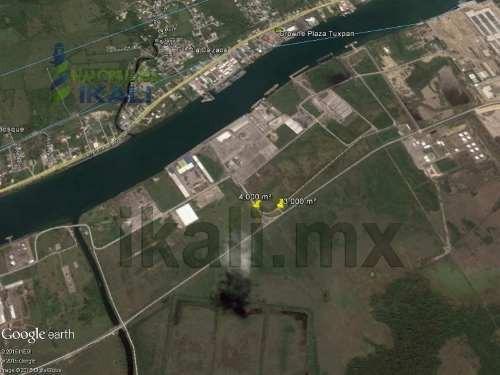 renta terrenos en tuxpan ver. 7000 m² cerca de apitux. ubicado en la zona industrial frente apitux, sobre el nuevo libramiento portuario, se rentan los metros que se requieran (a partir de 1000 m²),