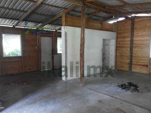 rentacasa de madera una estancia bonita y sencilla en privada de juan escutia ubicada en la colonia el retiro, las medidas del terreno son 360 m² y 65 de la casa mas un pórtico al rededor de la casa