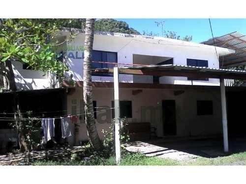 rentan 4 casas con nave industrial la victoria tuxpan veracruz, ubicada en la carretera a cobos km. colonia la victoria, una casa amueblada 17 m. x 22 m. de construcción, con techo de lámina de asbes